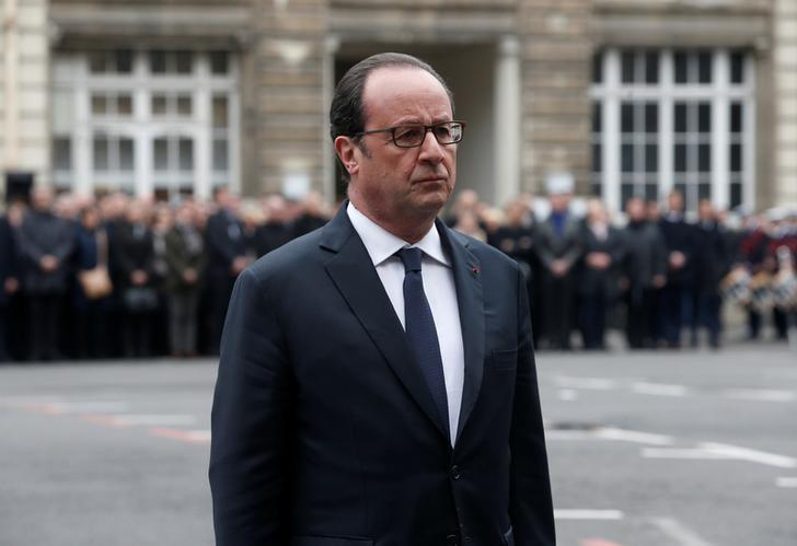 French President Francois Hollande attends a ceremony to pay tribute to Xavier Jugele, the French police officer killed on the Champs Elysees avenue during last week's shooting incident, at the Police Prefecture in Paris, France, April 25, 2017.  REUTERS/Thibault Camus/Pool