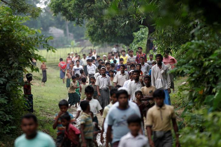 FILE PHOTO: Men walk at a Rohingya village outside Maugndaw in Rakhine state, Myanmar October 27, 2016.   To match Special Report MYANMAR-ROHINGYA/CRISIS     REUTERS/Soe Zeya Tun/File Photo