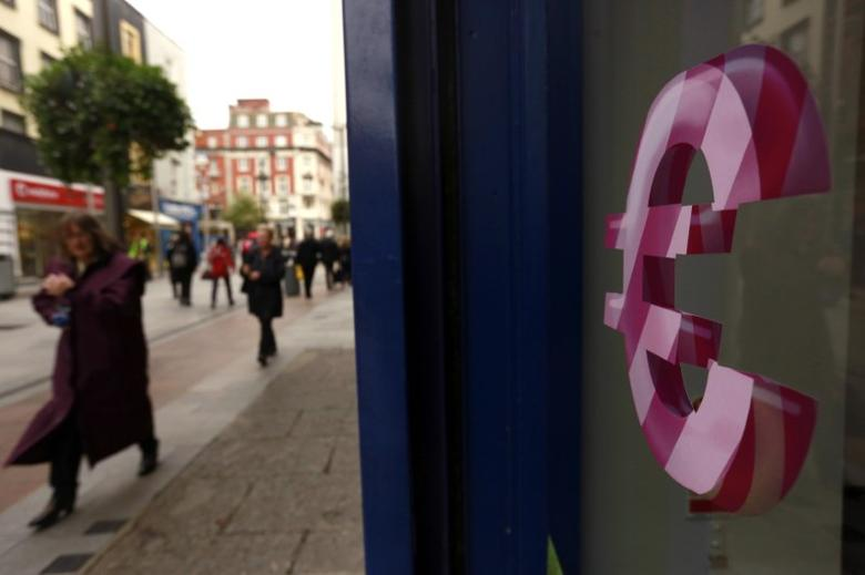 A sign displaying the Euro symbol is seen on a shop window in Dublin city centre October 22, 2014.  REUTERS/Cathal McNaughton