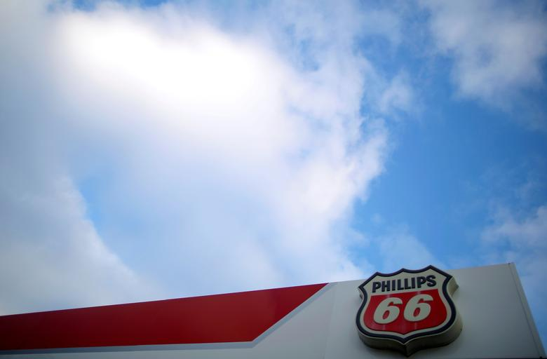 FILE PHOTO: A Phillips 66 sign is seen at a gas station in the Chicago suburb of Wheeling, Illinois, U.S., October 27, 2016. REUTERS/Jim Young/File Photo