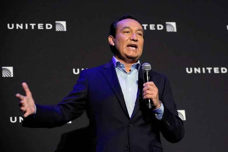 FILE PHOTO: Chief Executive Officer of United Airlines Oscar Munoz in New York, U.S. June 2, 2016. REUTERS/Lucas Jackson