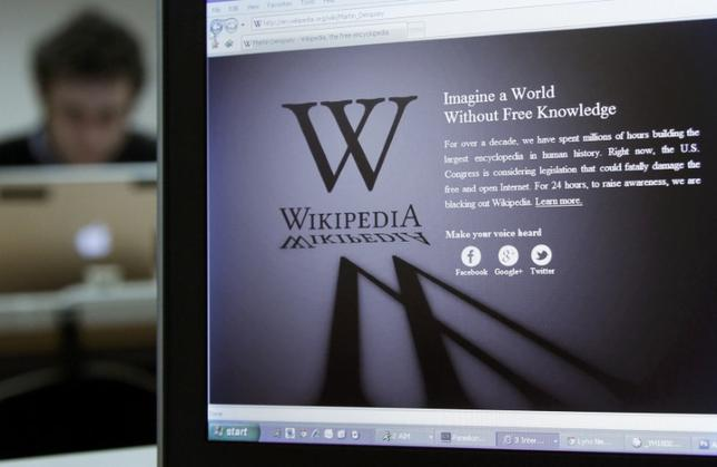 FILE PHOTO: A reporter's laptop shows the Wikipedia blacked out opening page in Brussels January 18, 2012. REUTERS/Yves Herman