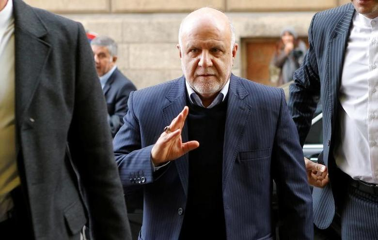 Iran's Oil Minister Bijan Zanganeh arrives for a meeting of the Organization of the Petroleum Exporting Countries (OPEC) in Vienna, Austria, November 30, 2016. REUTERS/Heinz-Peter Bader/File Photo