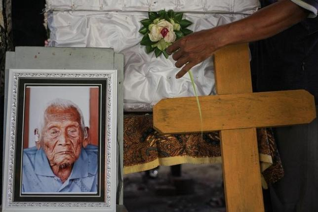 A flower is placed next to the casket of Sodimejo, locally known as Mbah Gotho, who claimed to be the world's oldest person at 146-years-old, during his funeral in Sambungmacan village, Sragen, Central Java, Indonesia May 1, 2017 in this photo taken by Antara Foto. Picture taken May 1, 2017. Antara Foto/Mohammad Ayudha/via REUTERS