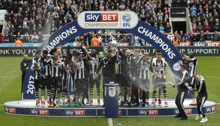 Britain Soccer Football - Newcastle United v Barnsley - Sky Bet Championship - St James' Park - 7/5/17 Newcastle celebrate winning the league with the trophy  Action Images via Reuters / Lee Smith Livepic/Files
