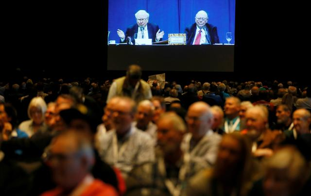 Berkshire Hathaway shareholders in an overflow room watch the Berkshire Hathaway annual meeting on a TV screen in Omaha, Nebraska, U.S. May 6, 2017. REUTERS/Rick Wilking