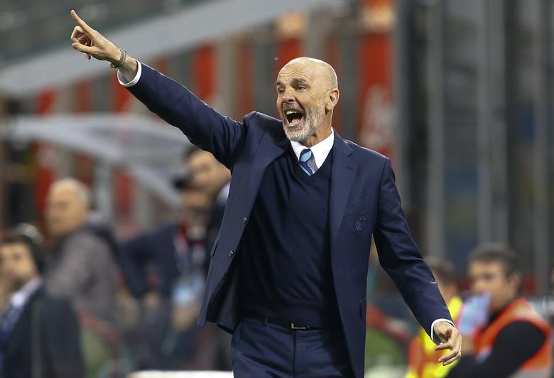Inter Milan's coach Stefano Pioli during the match against Napoli. REUTERS/Stefano Rellandini