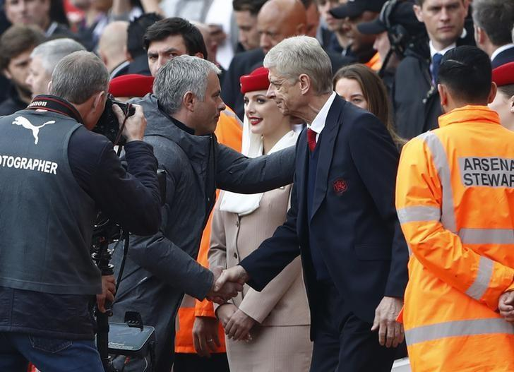 Britain Soccer Football - Arsenal v Manchester United - Premier League - Emirates Stadium - 7/5/17 Manchester United manager Jose Mourinho shakes hands with Arsenal manager Arsene Wenger before the match  Reuters / Stefan Wermuth Livepic