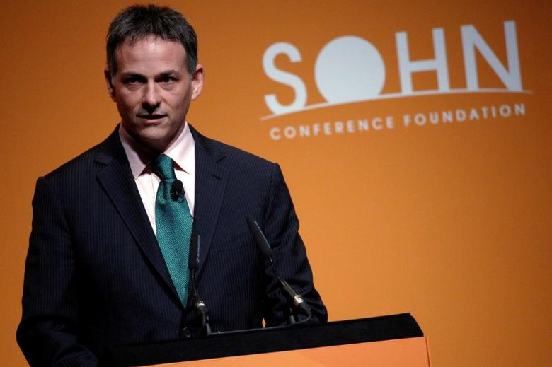 David Einhorn, president of Greenlight Capital speaks at the Sohn Investment Conference in New York City, U.S. May 4, 2016. REUTERS/Brendan McDermid/File photo