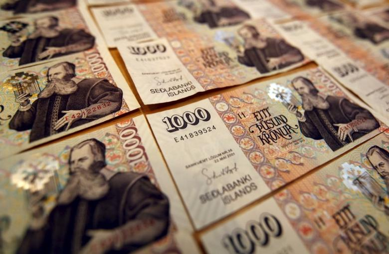 An illustration picture shows Iceland banknotes of one thousand Krona in Reykjavik, Iceland, in this March 23, 2012 file photo.  REUTERS/Ingolfur Juliusson/Files