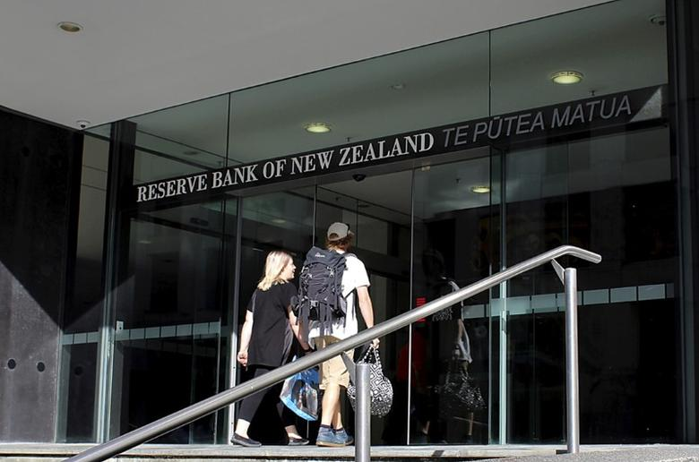 Two people walk towards the entrance of the Reserve Bank of New Zealand located in the New Zealand capital city of Wellington, March 22, 2016. REUTERS/Rebecca Howard/File Photo