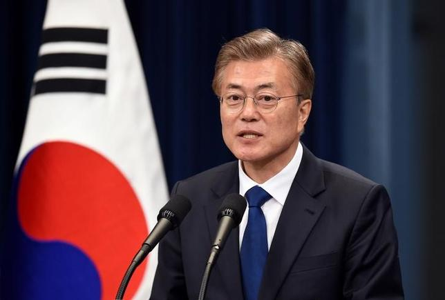 South Korea's new President Moon Jae-In speaks during a press conference at the presidential Blue House in Seoul on May 10, 2017. REUTERS/Jung Yeon-Je/Pool