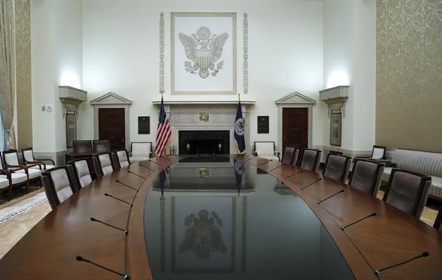 5月11日、ホワイトハウス当局者が明らかにしたところによると、トランプ米大統領は連邦準備理事会(FRB)の新たなメンバーを数週間後に指名する見通し。写真はワシントンにあるFRB本部の会議室。2014年2月撮影(2017年 ロイター/Jim Bourg)