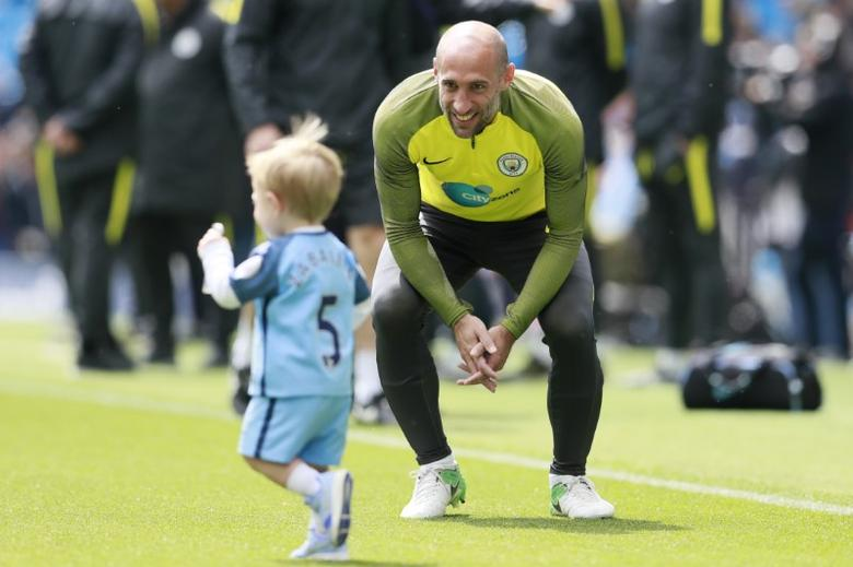 Manchester City's Pablo Zabaleta with child during the warm up before the match Action Images via Reuters / Jason Cairnduff