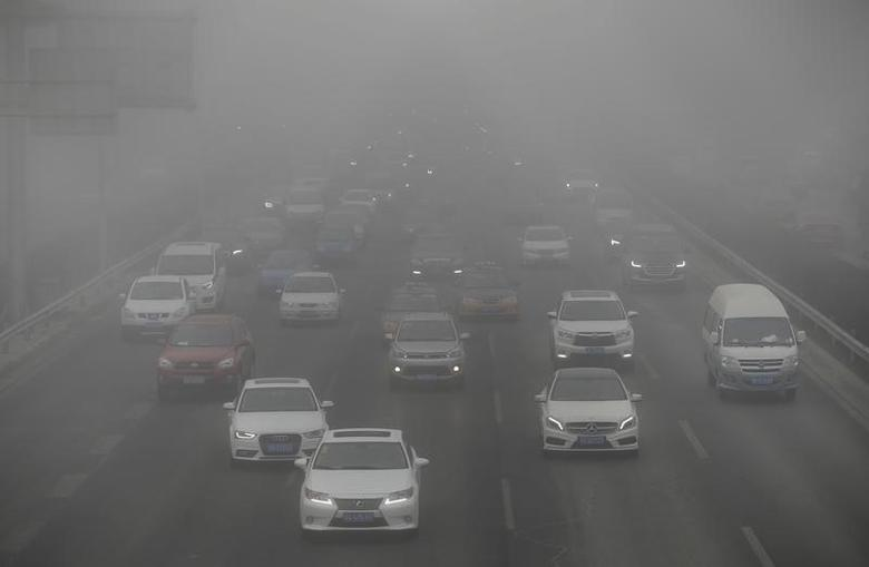 Vehicles drive on the Fourth Ring Road during the smog in Beijing, China, February 14, 2017. REUTERS/Jason Lee