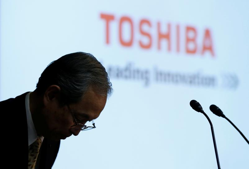 Japan urges Toshiba, Western Digital to get along as chip spat flares