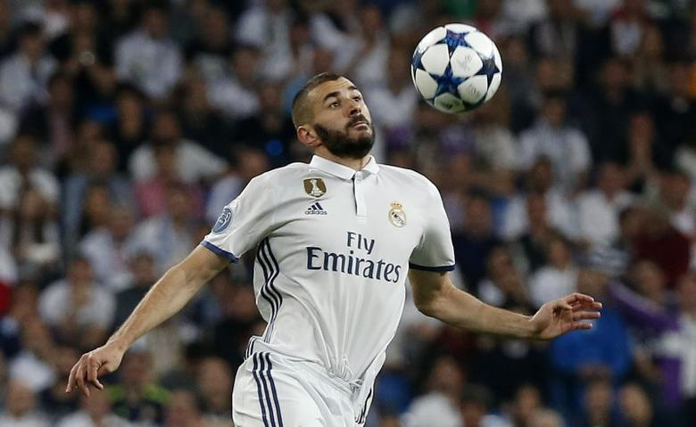 Football Soccer - Real Madrid v Atletico Madrid - UEFA Champions League Semi Final First Leg - Estadio Santiago Bernabeu, Madrid, Spain - 2/5/17 Real Madrid's Karim Benzema in action Reuters / Sergio Perez Livepic