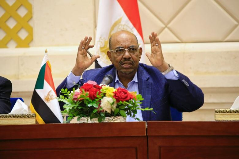 Sudan President Omar Hassan al-Bashir speaks during a press conference after the oath of the prime minister and first vice president Bakri Hassan Saleh at the palace in Khartoum, Sudan March 2, 2017. REUTERS/Mohamed Nureldin Abdallah/Files