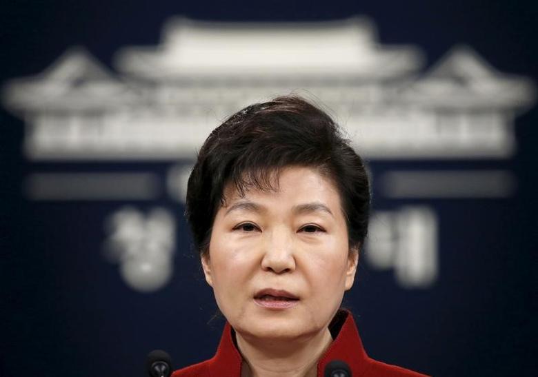 FILE PHOTO  - South Korean President Park Geun-hye addresses the nation at the Presidential Blue House in Seoul, South Korea, January 13, 2016.  REUTERS/Kim Hong-Ji/File Photo