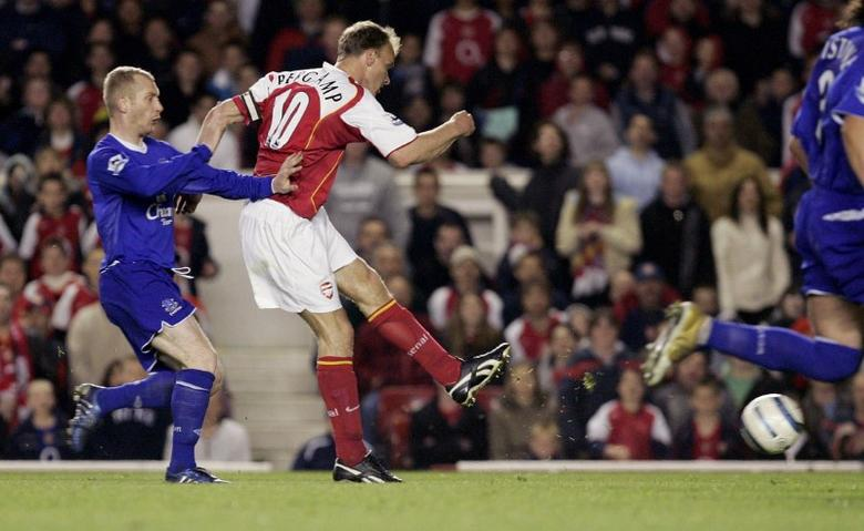 Arsenal's Bergkamp scores as Everton's Hibbert looks on during a 7-0 victory in their English Premier league soccer match in London.  REUTERS/Eddie Keogh