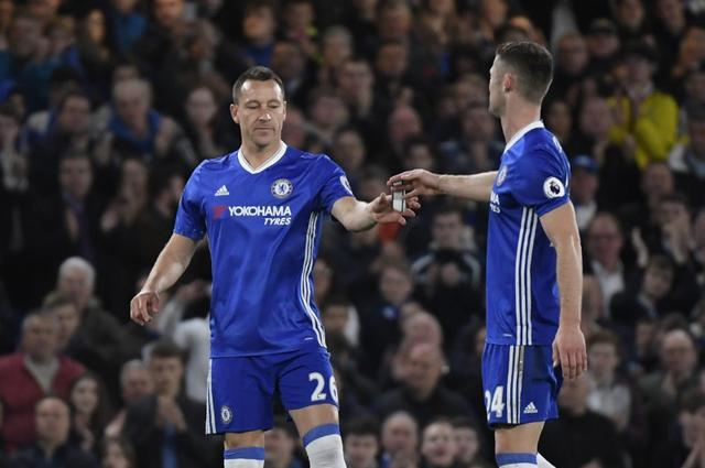 Britain Football Soccer - Chelsea v Middlesbrough - Premier League - Stamford Bridge - 8/5/17 Chelsea's John Terry is given the captains armband by Gary Cahill after coming on as substitute  Reuters / Toby Melville Livepic