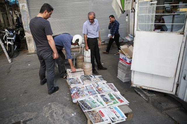 People look at newspapers featuring presidential election news in Tehran, Iran, May 20, 2017. TIMA via REUTERS