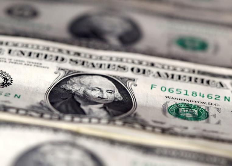 Dollar on back foot after Fed minutes, euro resumes advance