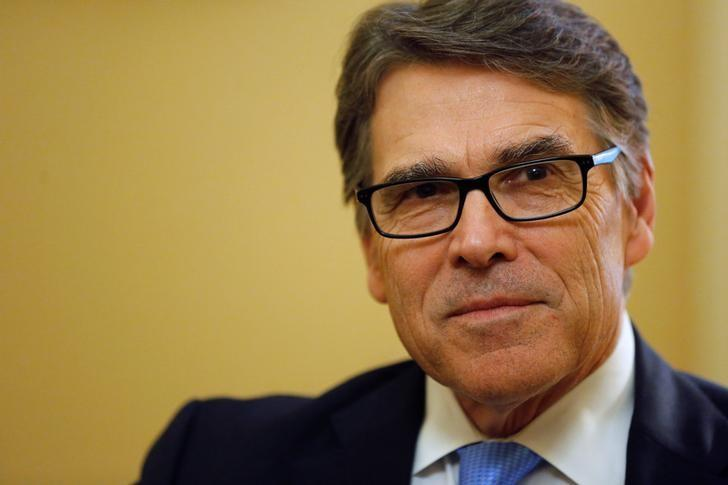 Former Texas Governor Rick Perry, U.S. President-elect Donald Trump's pick to lead the Department of Energy, meets with Senate Majority Leader Mitch McConnell (R-KY) on Capitol Hill in Washington, U.S. January 4, 2017. Jonathan Ernst