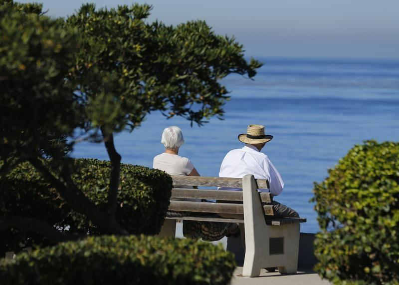 An elderly couple looks out at the ocean as they sit on a park bench in La Jolla, California November 13, 2013.   Mike Blake  (UNITED STATES - Tags: SOCIETY ENVIRONMENT) - GM1E9BE0E8L01