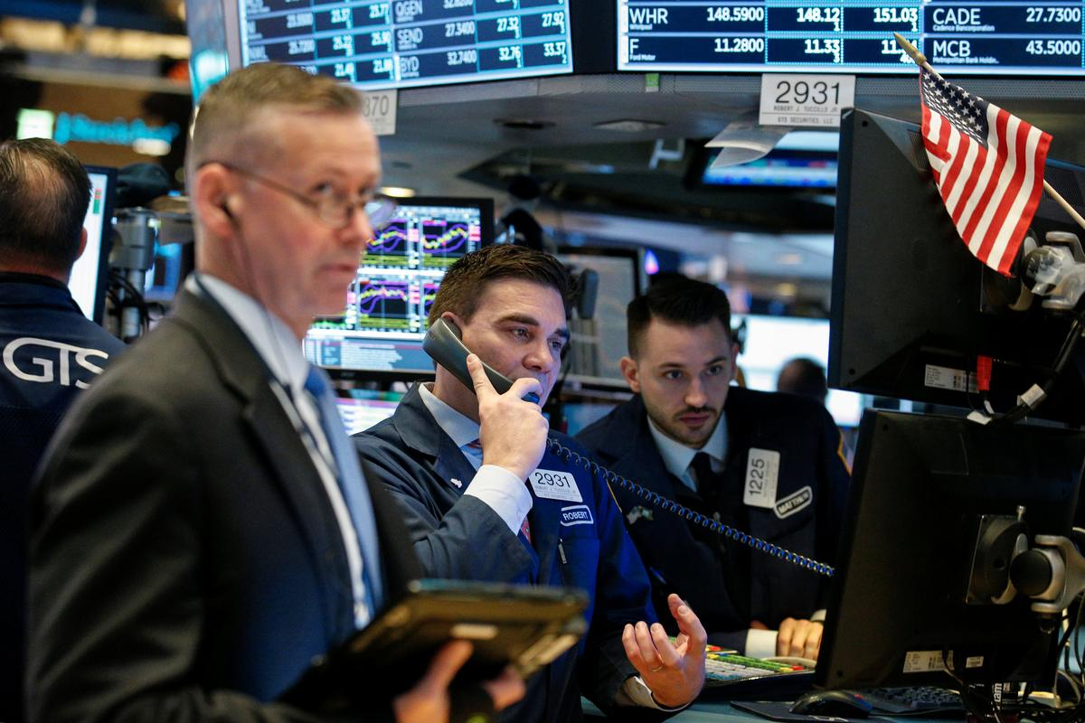 US STOCKS-Tech stocks, Netflix power Wall Street's gains