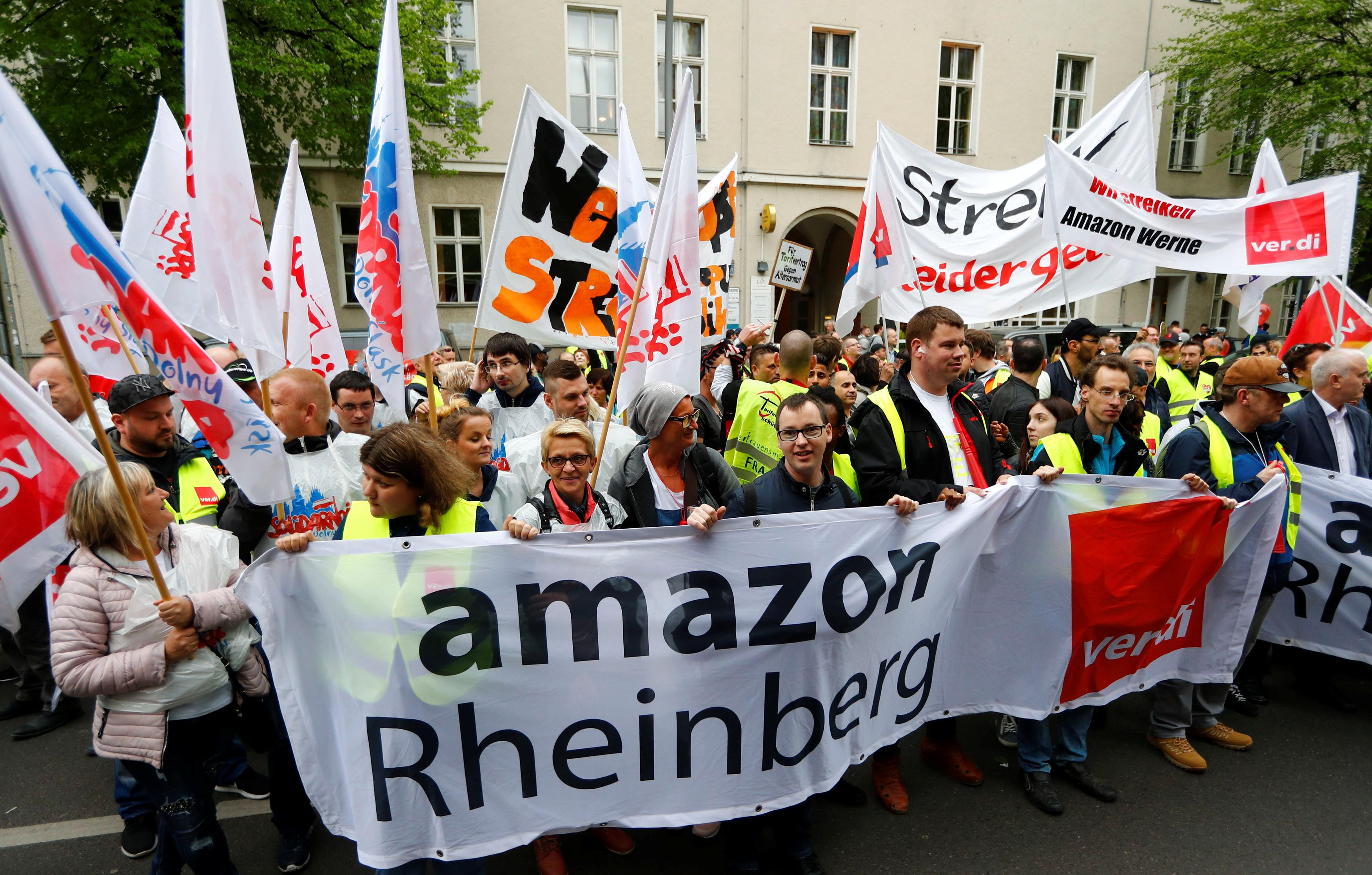 Amazon workers protest ahead of the annual Axel Springer award ceremony in Berlin, Germany, April 24, 2018. Fabrizio Bensch