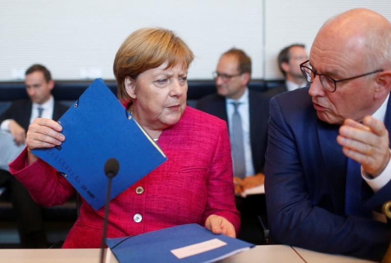 German coalition crisis talks fail to resolve migrant dispute
