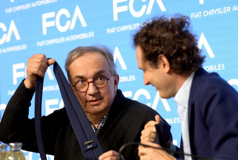 Fiat Chrysler Automobiles CEO Sergio Marchionne jokes with a tie next to chairman John Elkann during media conference in Balocco, northern Italy, June 1, 2018.  Massimo Pinca
