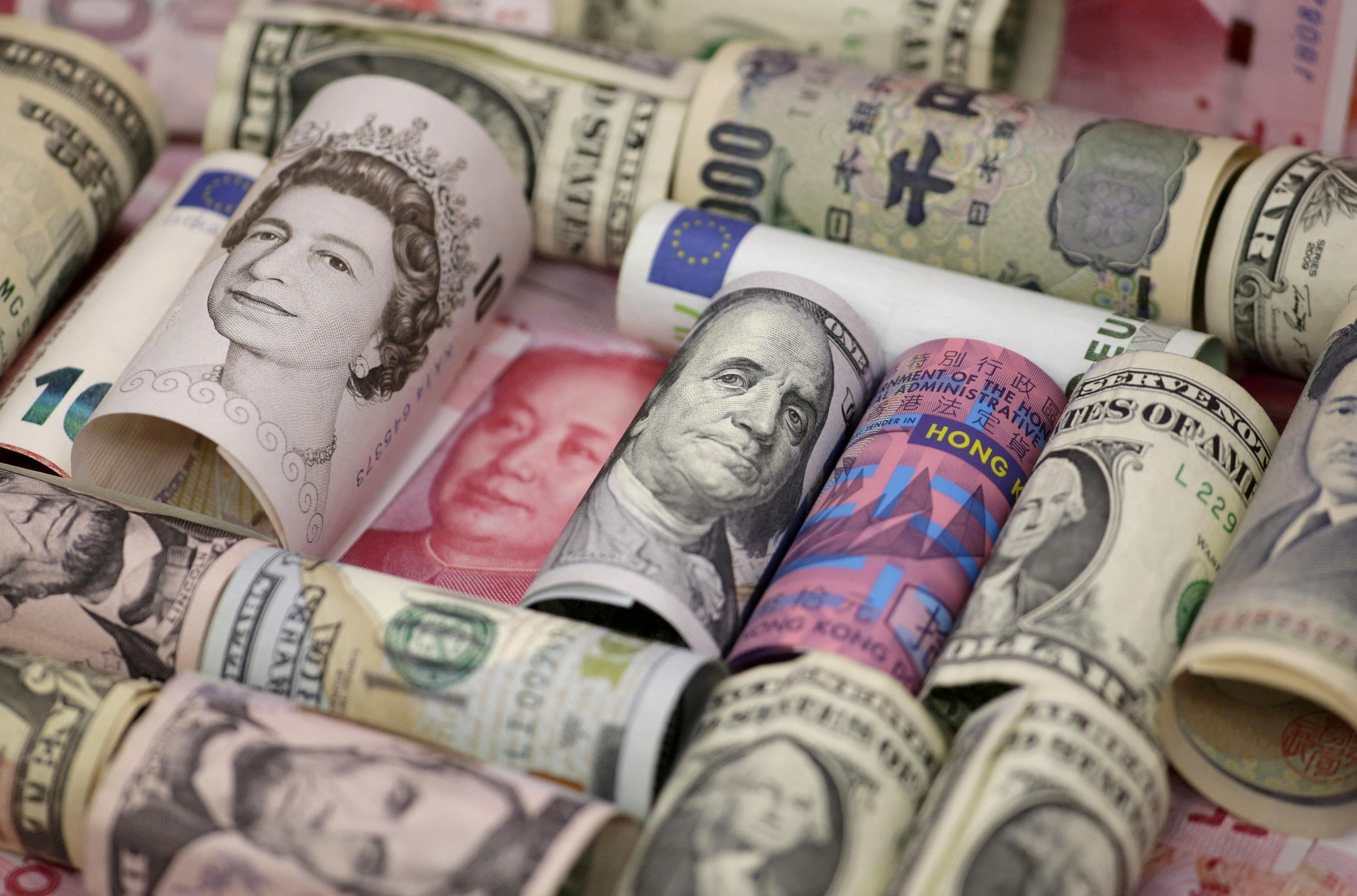 Euro, Hong Kong dollar, U.S. dollar, Japanese yen, British pound and Chinese 100-yuan banknotes are seen in a picture illustration shot January 21, 2016.   Jason Lee/Illustration