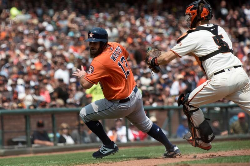 Astros again beat Giants on late homer