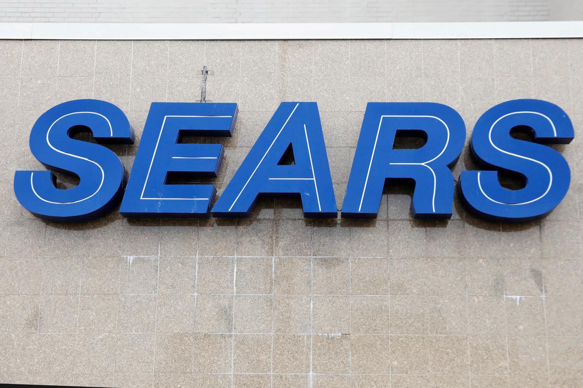 Sears Chairman Lampert submits bid to buy bankrupt retailer