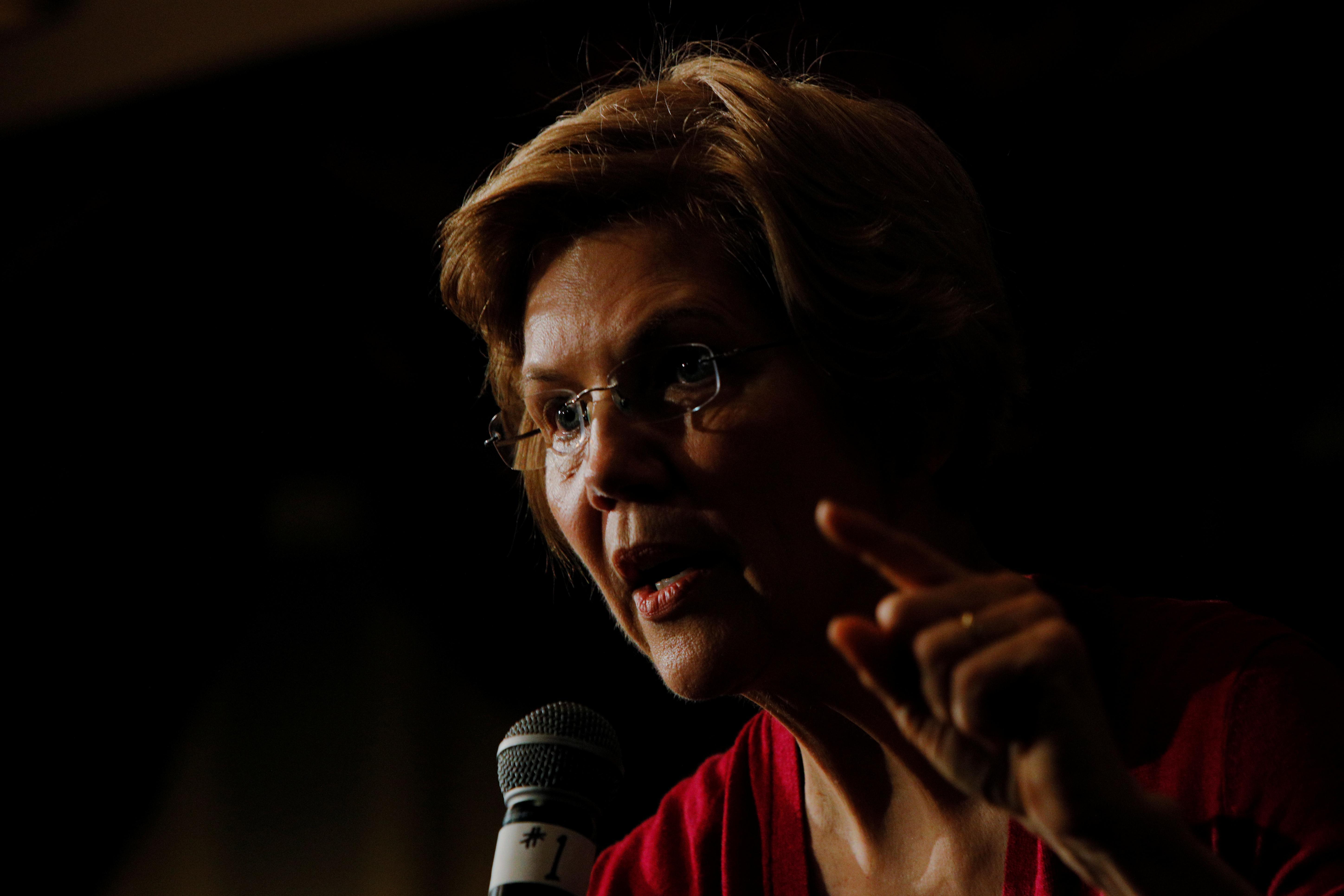 Democrat Warren takes economic message to Iowa in kickoff to 2020 race 2