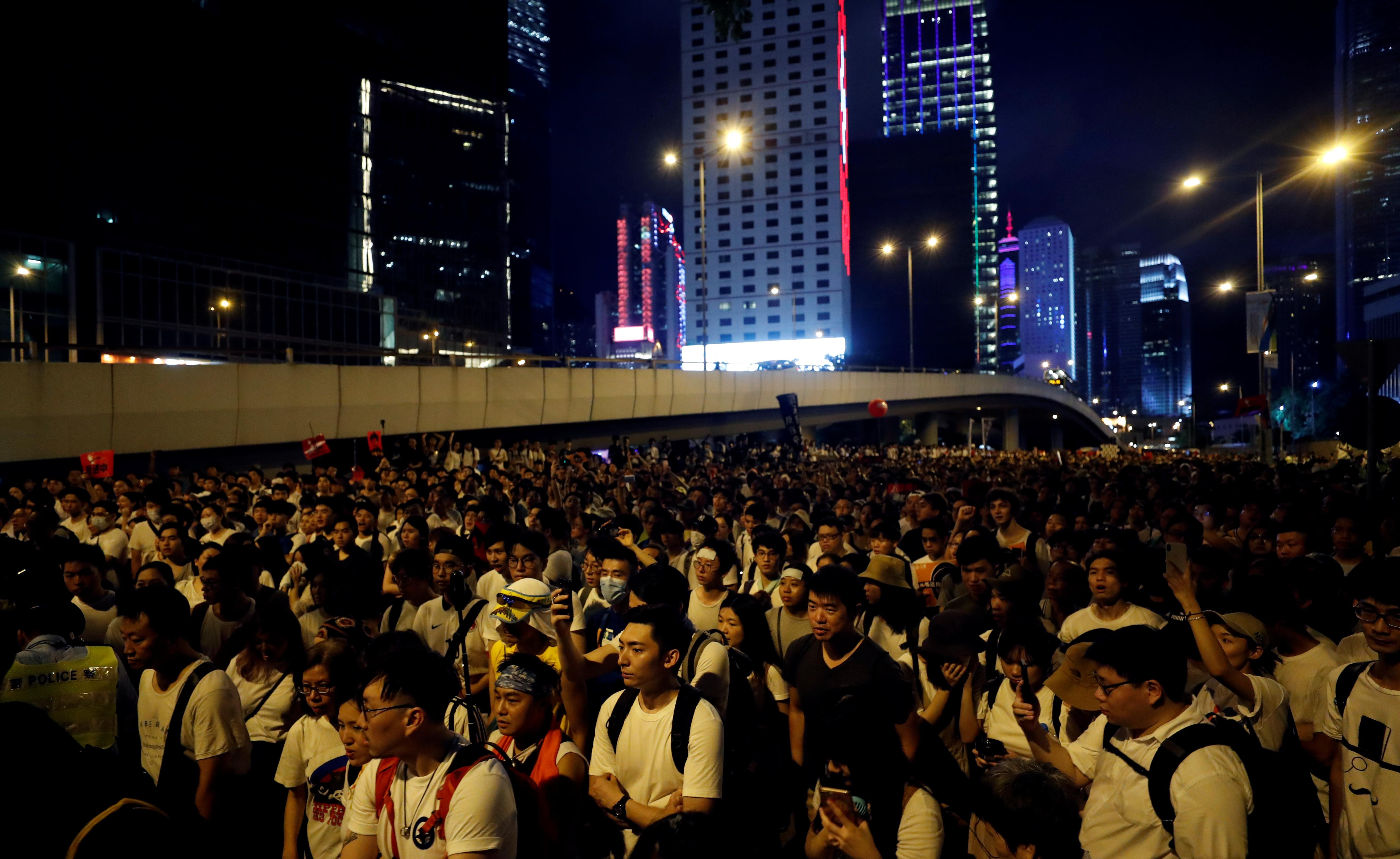 Картинки по запросу Hong Kong plunged into political crisis after huge protest against extradition law