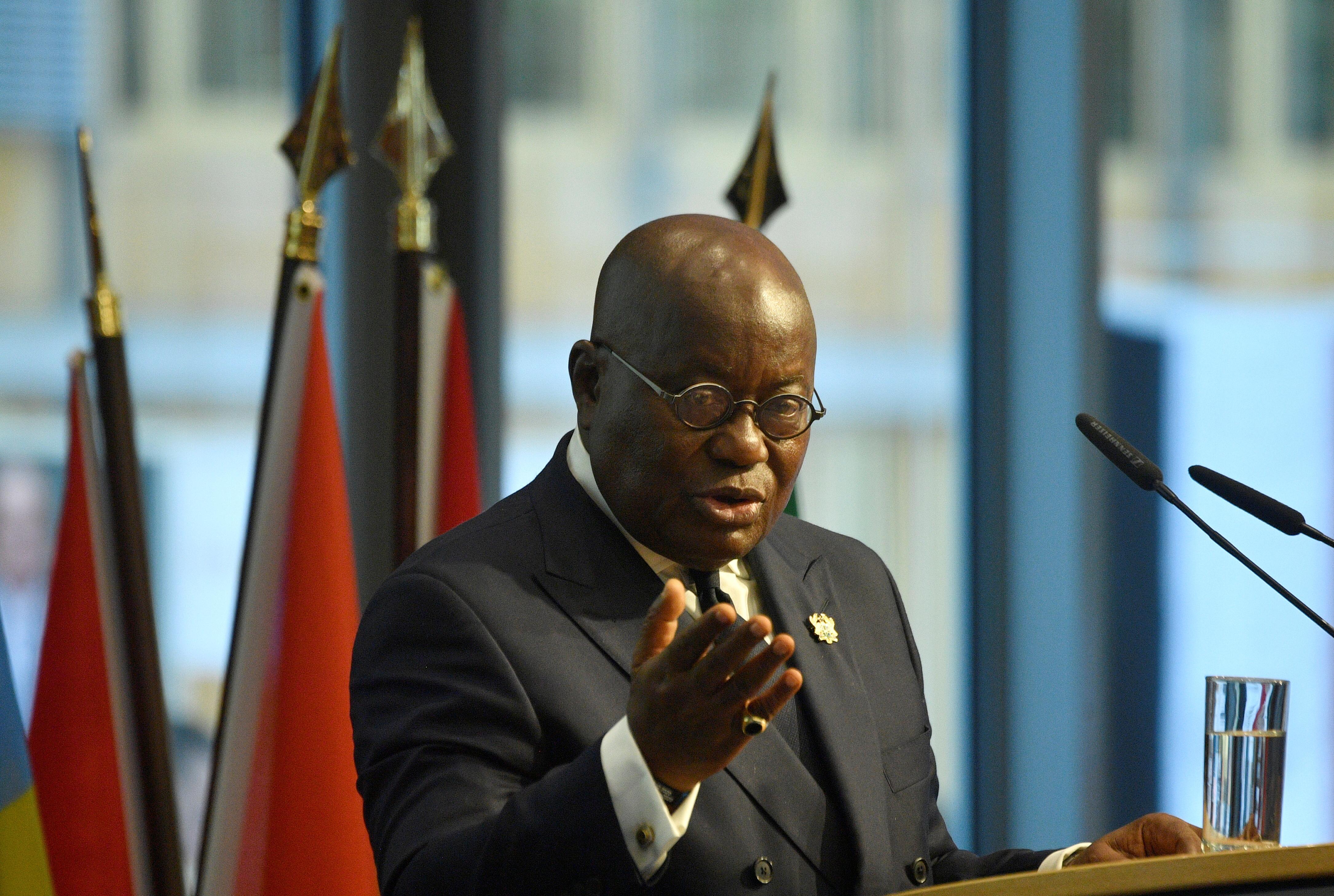 Presidente do Gana diz que uma pessoa infectou 533 com coronavírus na fábrica de peixes