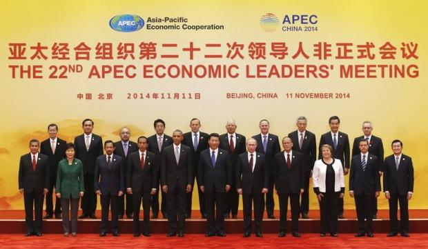 Asia Pacific Economic Cooperation (APEC) leaders pose for a family photo at the International Convention Center at Yanqi Lake in Beijing, November 11, 2014. (Front row L-R) Peru's President Ollanta Humala, South Korea's President Park Geun-Hye, Brunei's Sultan Hassanal Bolkiah, Indonesia's President Joko Widodo, U.S. President Barack Obama, China's President Xi Jinping, Russia's President Vladimir Putin, Philippine President Benigno Aquino, Chile's President Michelle Bachelet, Mexico's President Enrique Pena Nieto and Vietnam's President Truong Tan Sang. (Back row L-R) Taiwanese envoy to APEC summit Vincent Siew, Thailand's Prime Minister Prayuth Chan-ocha, Papua New Guinea's Prime Minister Peter O'Neill, Japan's Prime Minister Shinzo Abe, Australia's Prime Minister Tony Abbott, Malaysia's Prime Minister Najib Razak, New Zealand's Prime Minister John Key, Singapore's Prime Minister Lee Hsien Loong, Hong Kong's Chief Executive Leung Chun-ying and Canada's Minister of International Trade Ed Fast. REUTERS/Kim Kyung-Hoon (CHINA - Tags: POLITICS BUSINESS) - RTR4DNIK