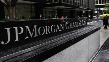 The entrance to JPMorgan Chase's international headquarters on Park Avenue is seen in New York October 2, 2012.REUTERS/Shannon Stapleton