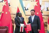 「長年の友情」どこへ、ムガベ氏辞任に非情な中国(字幕・22日)