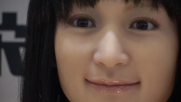 受付嬢から洗濯たたみまで、ロボットが支える日本の「未来」(字幕・18日)