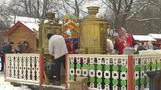 الروس يستمتعون بالفطائر ابتهاجا بنهاية عيد المرافع قبل الصوم الكبير