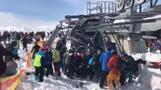 恐怖の高速逆回転、ジョージアでスキー場のリフトが制御失う(16日)