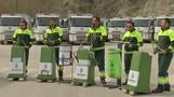 عمال بلدية في تركيا يعزفون الموسيقى بصناديق القمامة والمكانس