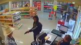 メキシコで強盗未遂、客が銃を持った男に突進(24日)