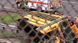 米学校の遠足が暗転、スクールバス事故で42人死傷(字幕・18日)