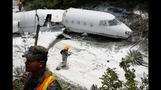 Flugzeug schießt über Landebahn hinaus