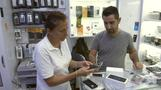 Turks buy Apple despite Erdogan's boycott call